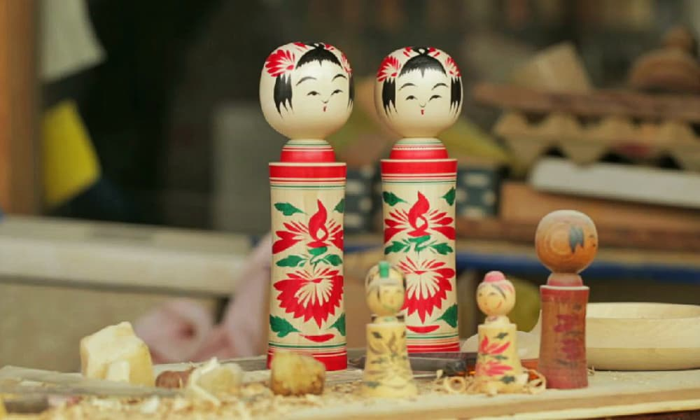 Made With Love: Japanese Kokeshi Dolls From a Spinning Block of Wood.